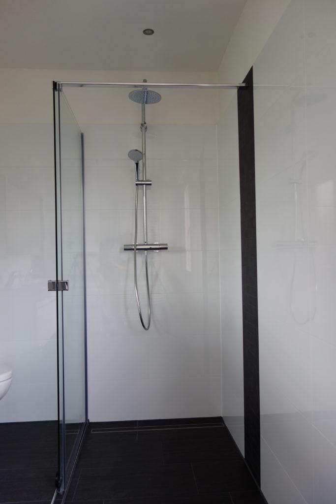 Bodengleiche Dusche mit einer Linienentwässerung