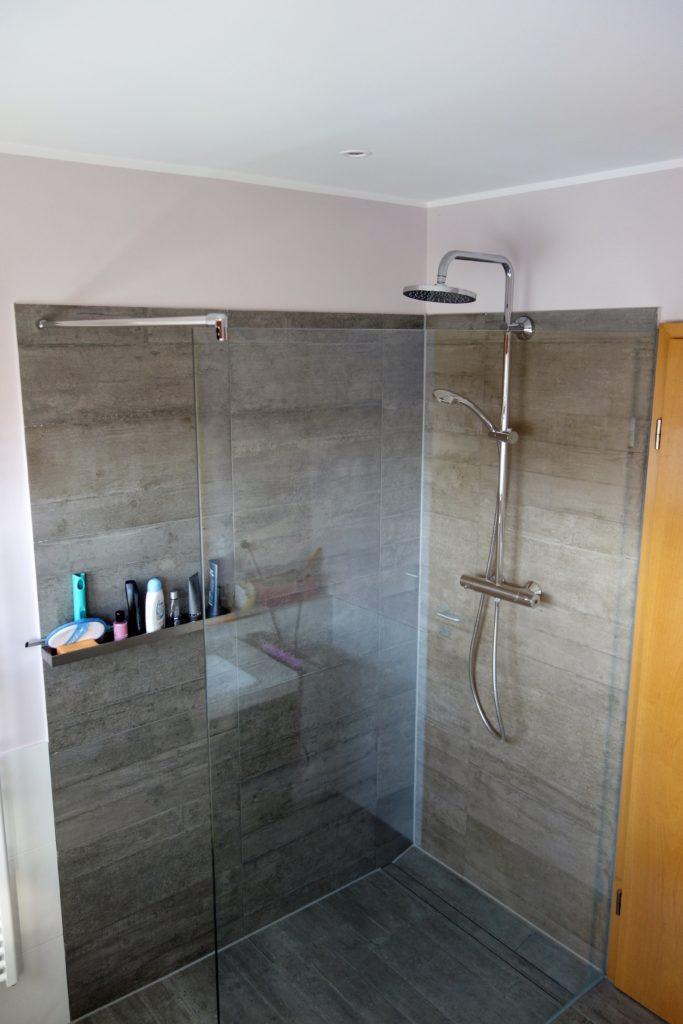 Mega komfortabel! Walk-in-Dusche mit fest verbauter Glasscheibe